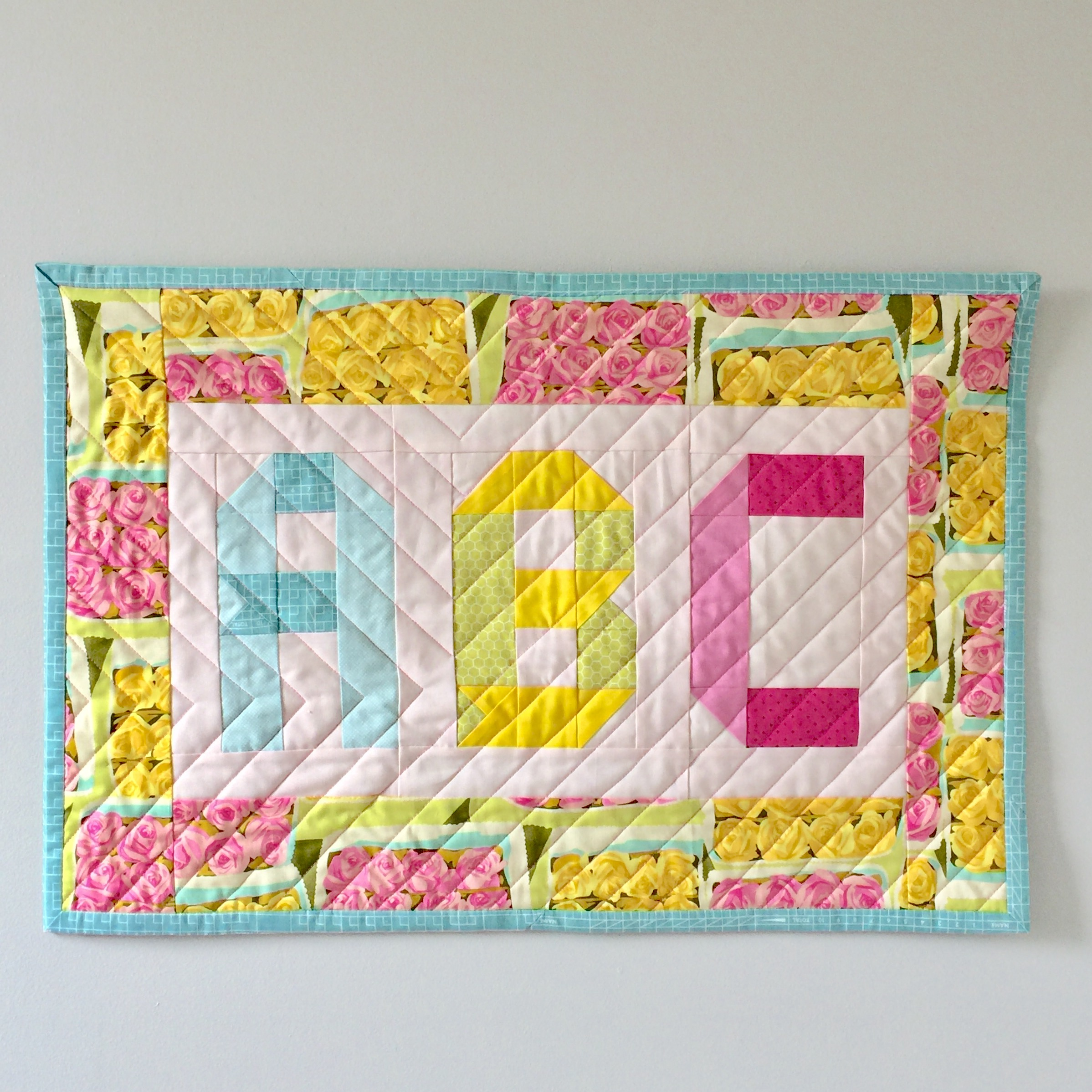 Turn a mini quilt into a wall hanging ⋆ Patch + Dot